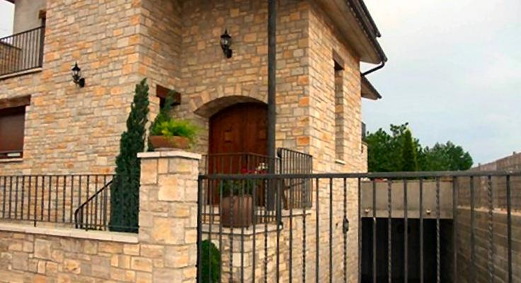 Joan sisquella revestimientos en piedra natural - Revestimientos de paredes imitacion piedra ...