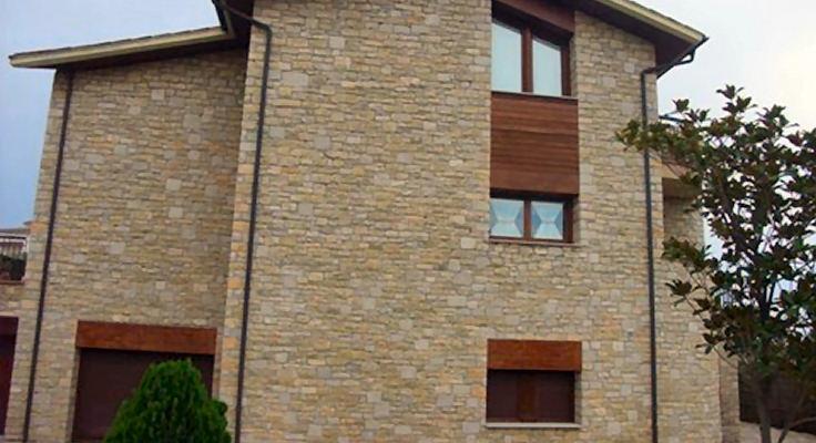 fachada en piedra natural